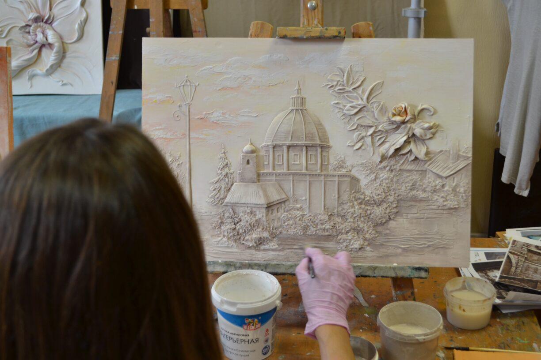 Работа ученицы школы барельефа выполнена за один день