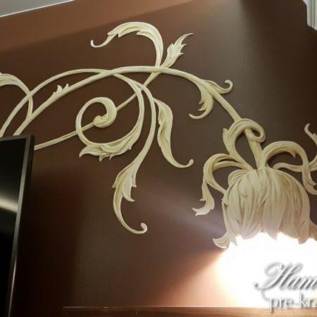 Лепнина цветок-светильник на стене