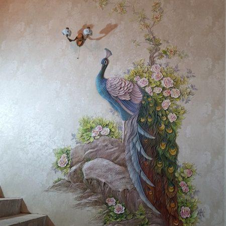 Барельеф Павлин на стене